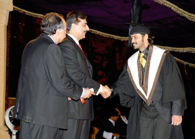 Diploma_in_Acting by Fahadseo [CC BY-SA 4.0] A student shakes hands while receiving his diploma.